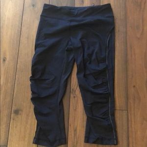 Lululemon runners crop pants
